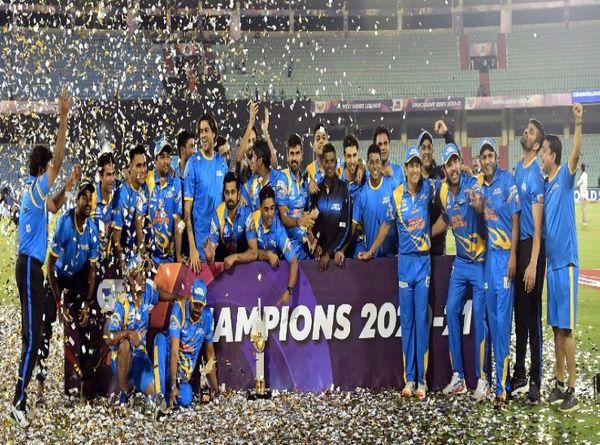 7 से 21 मार्च के बीच रायपुर में हुई रोड सेफ्टी वर्ल्ड सीरीज में सचिन की कप्तानी में इंडिया लीजेंड्स ने श्रीलंका लीजेंड्स को हराकर खिताब जीता था।