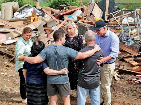 देश में बाढ़ के हालातों का जायजा लेते प्रधानमंत्री स्कॉट मॉरिसन।