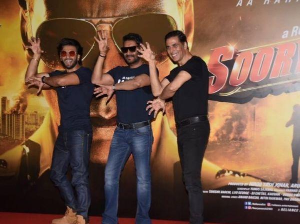 2020 में फिल्म की प्रमोशन इवेंट में मौजूद रणवीर सिंह, अजय देवगन और अक्षय कुमार।