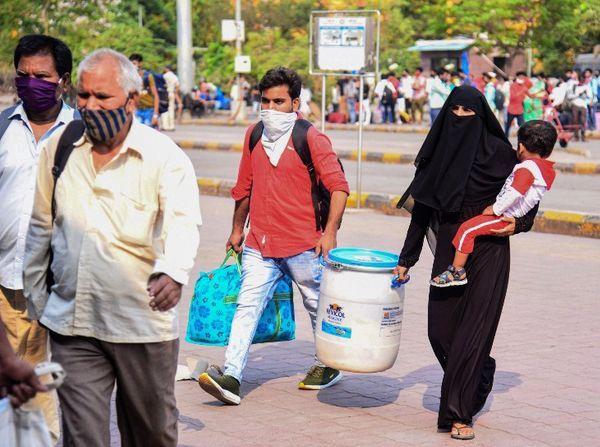 કફર્યૂ દરમિયાન જરૂરી કામ વગર ઘરમાંથી નીકળવા પર પ્રતિબંધ. મુંબઈમાં સંક્રમણના વધતા ખતરાને જોતાં લોકોનું પલાયન શરૂ.