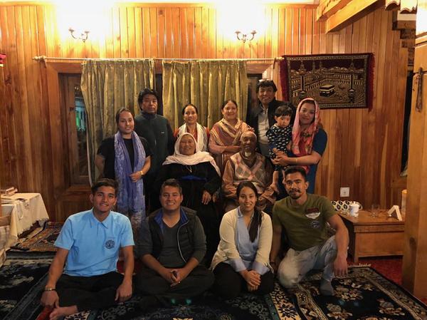 मुस्तफा की बेटी नसरीन ने दिल्ली से होटल मैनेजमेंट किया है और घर के दो बेटों में से एक ने स्पेन और दूसरे ने स्विट्जरलैंड से टूरिज्म की पढ़ाई की है।