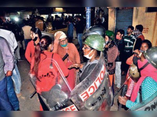 पुलिस लाइन से जो जैसे हालत में थे, वैसे ही ड्यूटी पर आ गए।