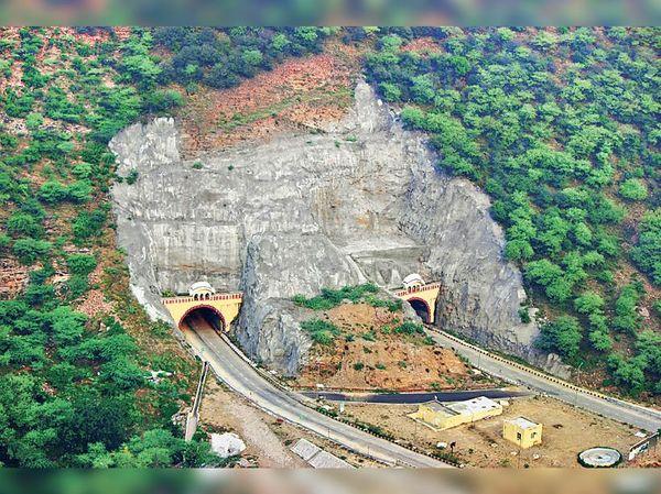 घाट की गूणी टनल, जयपुर। लंबाई 2.8 किमी और खर्च 150 करोड़।