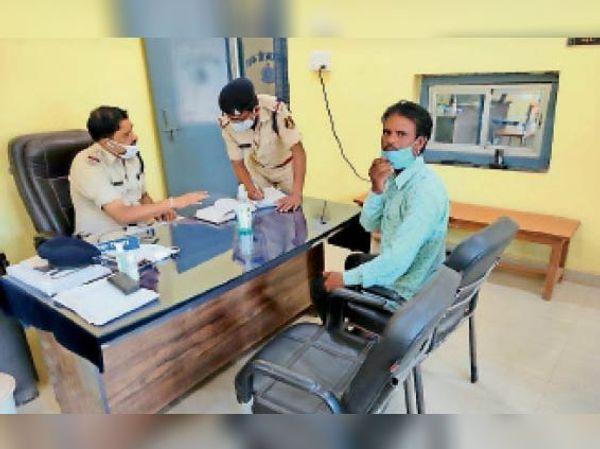 संघ के संयोजक मनमोहन बांधे ने पुलिस से शिकायत की।