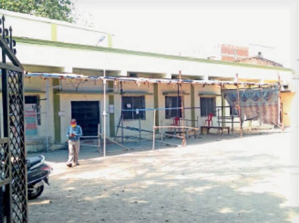 तिलकनगर सामुदायिक भवन का कोरोना जांच सेंटर गुरुवार को खाली रहा। वहां पूरे दिन सन्नाटा रहा।