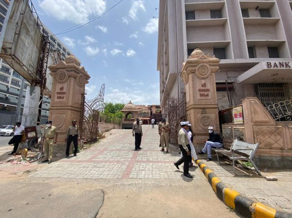 आश्रम रोड स्थित वल्लभ सदन हवेली मंदिर का परिसर जहां केजरीवाल की प्रेस कॉन्फ्रेंस हुई।