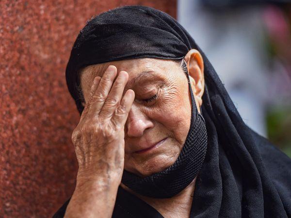 दिलीप कुमार के निधन की खबर सुनकर फैंस रो पड़े।