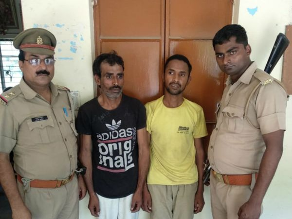 पुलिस गिरफ्त में आरोपी जाहिद और असलम। - Dainik Bhaskar