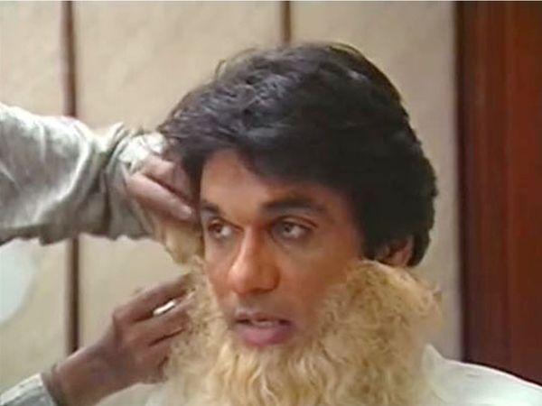 80 के दशक में मुकेश खन्ना भीष्म के किरदार के लिए तैयार होते हुए। - Dainik Bhaskar