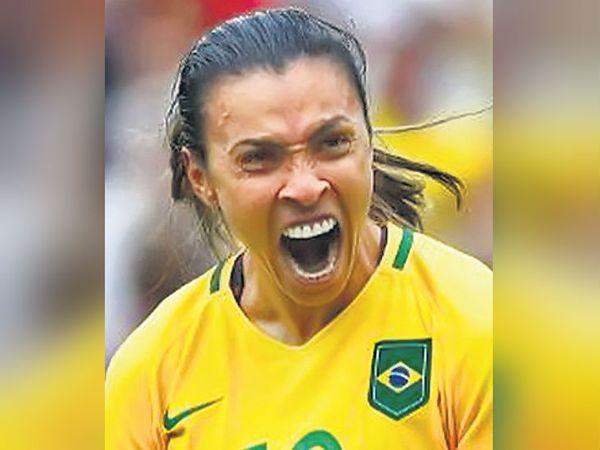 मार्टा ब्राजील की महिला फुटबॉल टीम की कप्तान। - Dainik Bhaskar