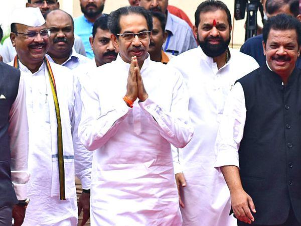 उद्धव ने 28 नवंबर को मुख्यमंत्री पद की शपथ ली थी। तीन दिन बाद बुलेट ट्रेन प्रोजेक्ट के रिव्यू का आदेश दिया। - Dainik Bhaskar