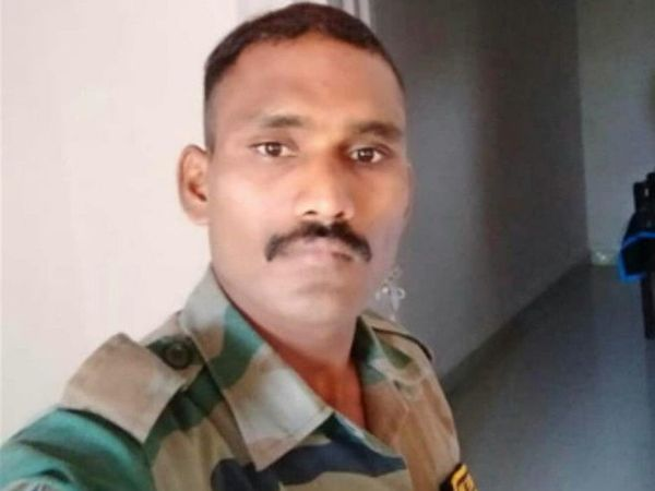 मृत आर्मी के जवान रामसिंह की फाइल तस्वीर - Dainik Bhaskar