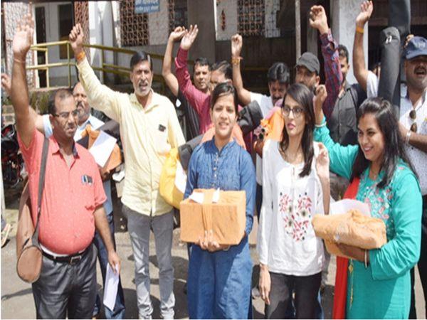 पटवारियों ने अक्टूबर में अपनी मांगों को लेकर अक्टूबर में हड़ताल कर दी थी। - फोटो फाइल - Dainik Bhaskar