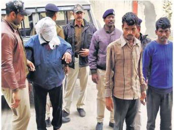 पुलिस ने पकड़ गए आरोपियों को न्यायालय में पेश किया। - Dainik Bhaskar