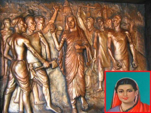 सावित्रीबाई फुले का विरोध करते लोगों का ताम्र चित्र। समाजसेविका सावित्रीबाई। (इनसेट में) - Dainik Bhaskar
