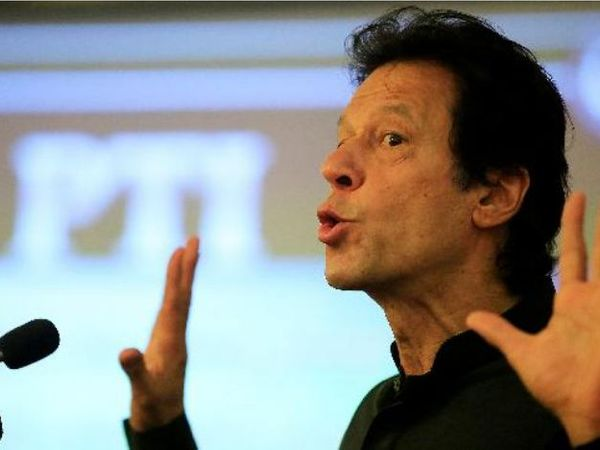 प्रधानमंत्री बनने के करीब एक साल में ही इमरान खान कई मंचों पर बचकानी बातों से शर्मसार हुए। (फाइल) - Dainik Bhaskar