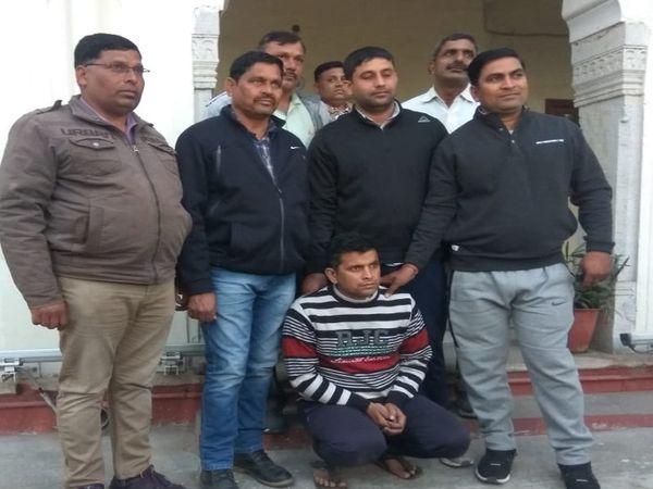 पुलिस गिरफ्त में नकली घी कारोबारी मनीष खंडेलवाल - Dainik Bhaskar