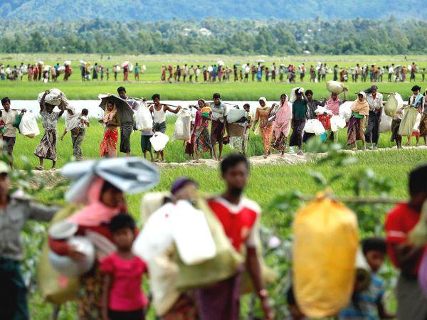 3 साल पहले म्यांमार सेना के अत्याचार के चलते लाखों रोहिंग्या देश छोड़कर बांग्लादेश सीमा पर आ गए। -फाइल फोटो - Dainik Bhaskar