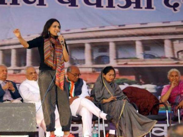 सीएए के विरोध में जनसभा को संबोधित करतीं अभिनेत्री स्वरा भास्कर। - Dainik Bhaskar