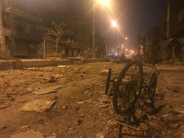 घंटों की पत्थरबाजी के बाद करावल नगर की स्थिति।