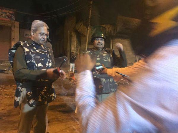 दिल्ली पुलिस के स्पेशल कमिश्नर सतीश गोलचा ने कहा- मैं यहां कोई बाइट देने नहीं आया।