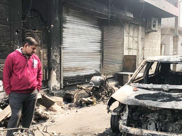 मनीष शर्मा, जिनका ऑफिस और गाड़ियां जला दी गईं।
