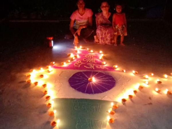 लखीमपुर खीरी में बच्चों ने भारत का नक्शा बनाकर उसे दीयों से रोशन किया।