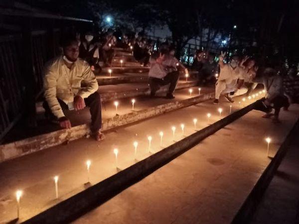 नवी मुंबई में एक सोसाइटी के बाहर कुछ लोगों ने इस तरह से दीपक जलाए