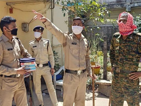 ग्वालियर में कर्फ्यू लगा हुआ है, फिर भी लोग लॉक डाउन का उल्लंघन कर रहे हैं। - फोटो - Dainik Bhaskar