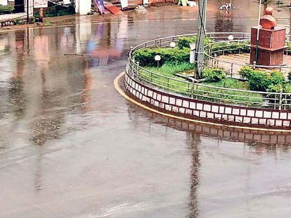 राज्य के  रायपुर, धमतरी, दुर्ग और आसपास के कुछ इलाके में दोपहर तेज हवा के साथ हल्की बारिश हुई। - Dainik Bhaskar