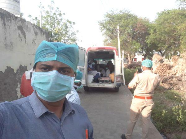 स्वास्थ्य विभाग नोएडा में विदेश आए लोगों की तलाश कर रहा है। उनके घर जाकर जानकारी ली।