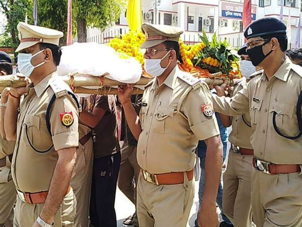 एग्रीकल्चर पुलिस चौकी में तैनात सिपाही रवि पांडेय (35) पुत्र सत्यदेव पांडेय मूल रूप से बड़का लौहार, बड़हरा थाना, भोजपुर, जिला आरा, बिहार का रहने वाला था।