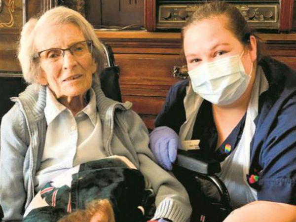 106 साल की परदादी कोनी टिट्चेन, जो ब्रिटेन में कोविड से ठीक होने वाली सबसे बुजुर्ग महिला भी हैं। - Dainik Bhaskar