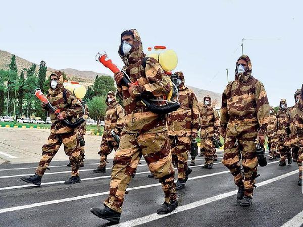 ईरान ने कोरोना संकट के बीच शनिवार को अपना 42वांसेना दिवस मनाया। - Dainik Bhaskar