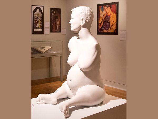 एलिजन लैपर (8 महीने) 11.5 फीट की इस मार्बल की मूर्ति एलिजन लैपर को मार्क क्विन ने तैयार किया था। मिस लैपर, जो बिना हाथ और छोटे-छोटे पैरों के साथ जन्मी थीं। इस मूर्ति से खासा विवाद हुआ था।