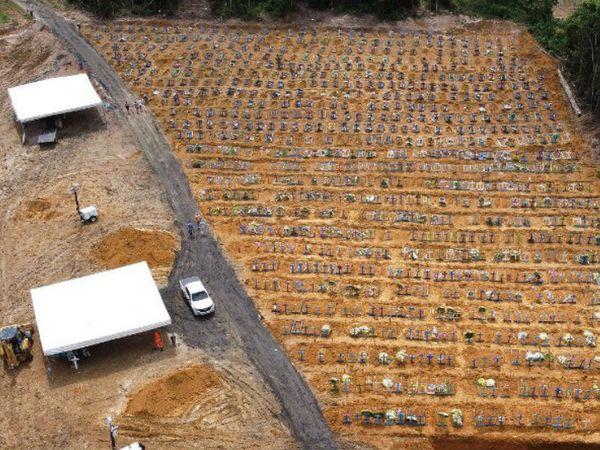 ब्राजील में संक्रमण से मरने वालों को दफनाने के लिए बनाए गए नए कब्रिस्तान भी भर गए हैं। यहां मरने वालों का आंकड़ा 10 हजार से ज्यादा हो गया है।