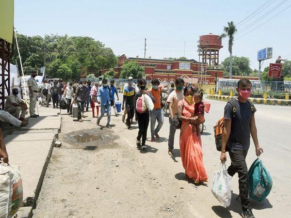 गृह मंत्रालय की तरफ से हरी झंडी मिलने के बाद श्रमिक स्पेशल ट्रेनों से अब तक तीन लाख से ज्यादा प्रवासी मजदूर बिहार आ चुके हैं। - Dainik Bhaskar