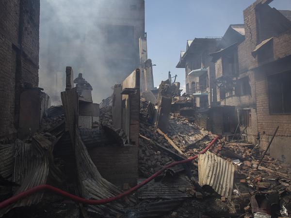 सुरक्षाबलों ने उस घर में ब्लास्ट कर दिया जहां जुनैद छिपा था।
