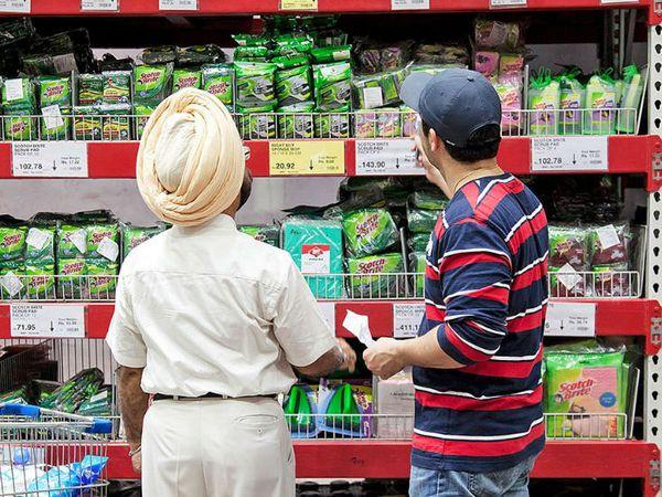 चाय, साबुन, ऑटो और एफएमसीजी सेक्टर की कंपनियां अपने कारोबार के बारे में नए सिरे से सोच रहीं हैं और उसी के अनुसार अपनी योजनाएं बनाने में जुट गई हैं। -प्रतीकात्मक फोटो - Dainik Bhaskar