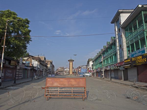 श्रीनगर के लाल चौक में भी ईद के दिन कोई हलचल नहीं थी।