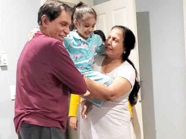 जयेश के पैरेंट्स इन दिनों यूएस में ही हैं और अब बच्चों और परिवार के साथ वक्त बिता रहे हैं।