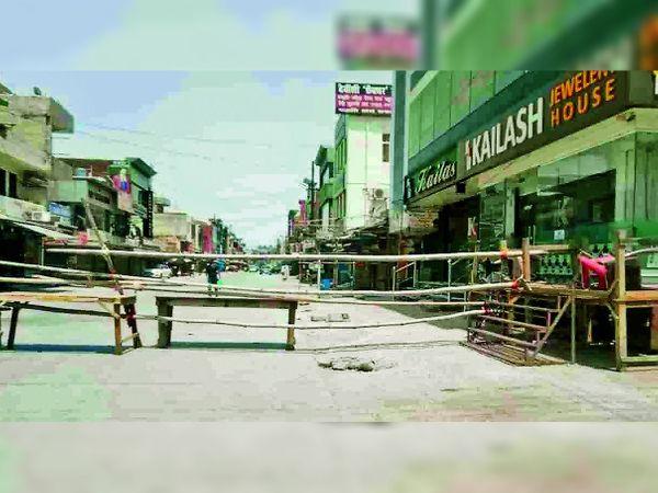 इस क्षेत्र से पाजिटिव मामला मिलने के बाद इसे सील कर दिया गया है। - Dainik Bhaskar