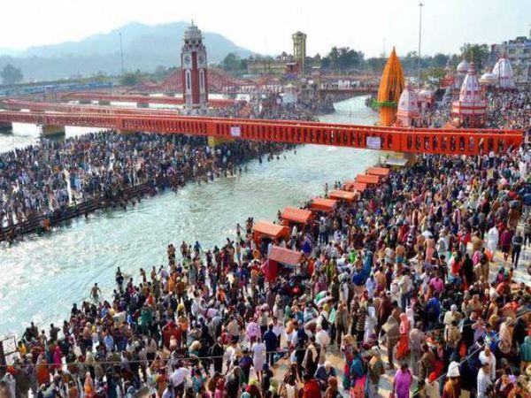 2010 में कुछ ऐसा था हरिद्वार महाकुंभ का दृष्य। तब 1 करोड़ से ज्यादा श्रद्धालुओं ने पवित्र गंगा नदी में डुबकी लगाई थी।