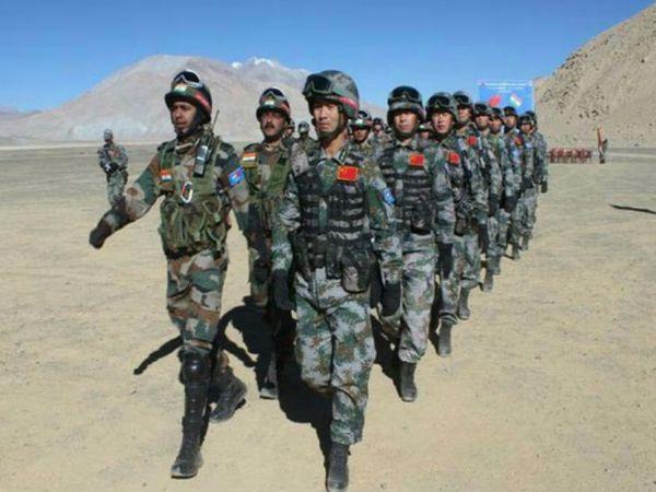 लद्दाख में भारत और चीन की सेना के बीच तनाव जारी है। इस बीच चीन के विदेश मंत्रालय के प्रवक्ता ने दावा किया है कि दोनों देशों की सीमा पर हालात स्थिर हैं। - Dainik Bhaskar
