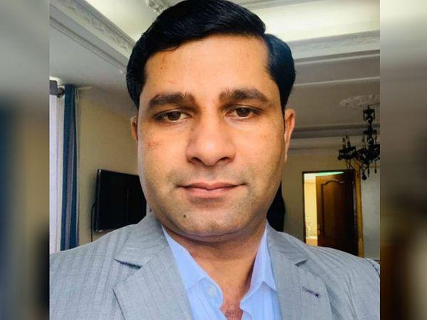 ये तस्वीर नेपाल के पूर्व मंत्री मोहम्मद इश्तियाक राई की है। 19 माह 15 दिन नेपाल सरकार में जनता समाजवादी पार्टी के प्रतिनिधि के तौर पर रहे। सरकार में वह शहरी विकास मंत्री थे, साथ ही उनकी पार्टी के दो अन्य सदस्य भी अलग-अलग विभागों के मंत्री रहे। बीते तीन महीने पहले ही उनकी पार्टी सरकार से अलग हुई है। - Dainik Bhaskar