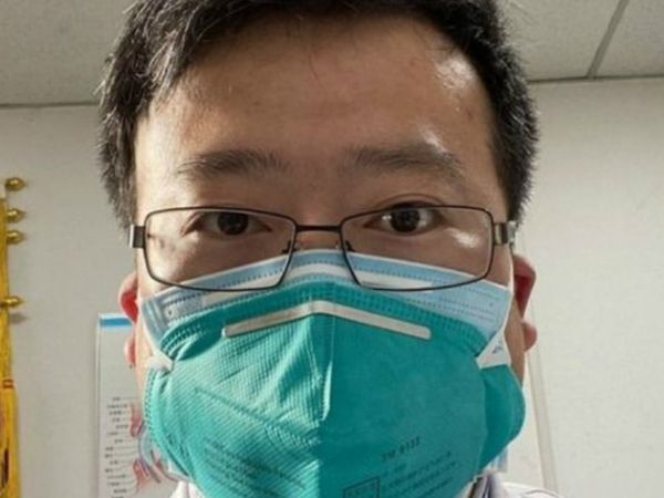 ली वेनलियांग, वुहान सेंट्रल हॉस्पिटल में डॉक्टर थे। उन्होंने ही सबसे पहले इस बीमारी के बारे में आगाह किया था। लेकिन, चीन की सरकार ने उन पर ही अफवाह फैलाने का आरोप लगा दिया।