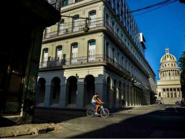 तस्वीर क्यूबा के हवाना शहर की है। हेल्थ मिनिस्ट्री के मुताबिक, देश में पिछले 9 दिन से किसी संक्रमित की मौत नहीं हुई।