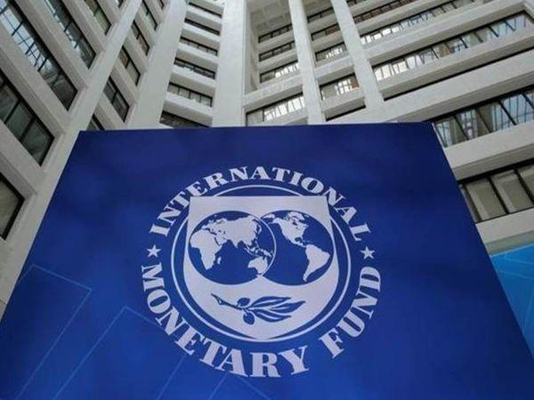 आईएमएफ ने अप्रैल में वर्ल्ड इकोनॉमिक आउटलुक जारी किया था। इसमें कहा गया था कि यदि कोरोना महामारी लंबे समय तक जारी रहती है तो आर्थिक हालात ज्यादा खराब हो सकते हैं। - Money Bhaskar