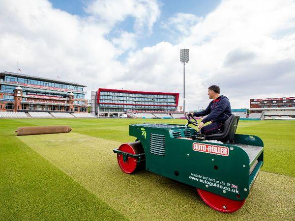 मैनचेस्टर के ओल्ड ट्रैफर्ड क्रिकेट ग्राउंड में मैच को लेकर तैयारियां शुरू कर दी गई हैं। - Dainik Bhaskar