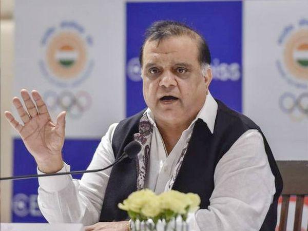 नरिंदर बत्रा ने कहा- हॉकी, वेटलिफ्टिंग और एथलेटिक्स समेत कई खेलों की तैयारियां शुरू हो चुकी हैं। शूटिंग की ट्रेनिंग भी जुलाई से शुरू होगी। -फाइल फोटो - Dainik Bhaskar